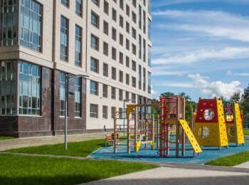 Детская игровая площадка на внутренней территории